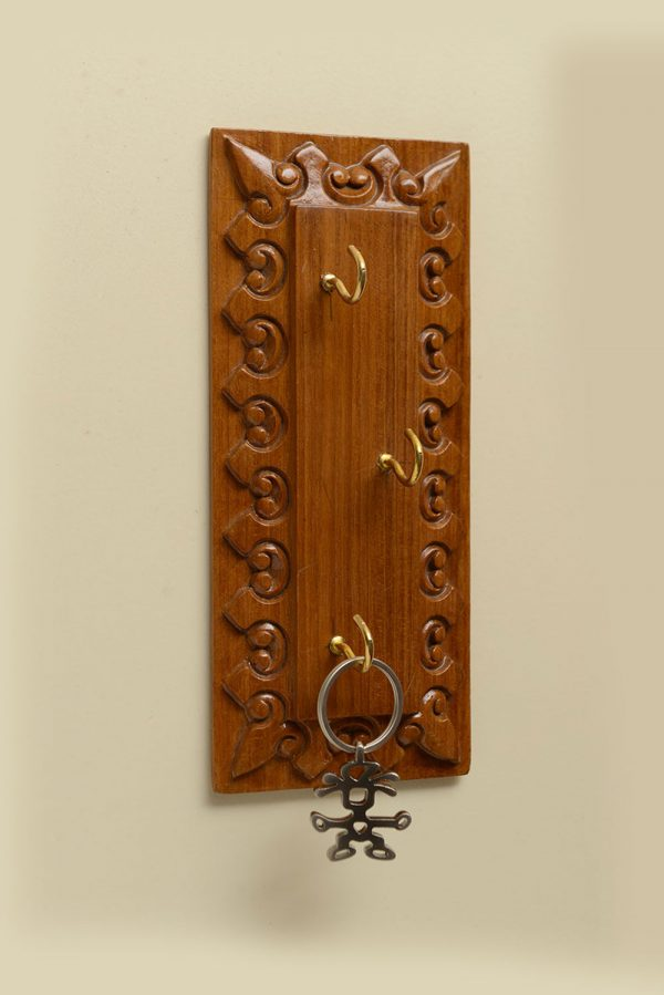 Vertical Key Holder With 3 Hooks
