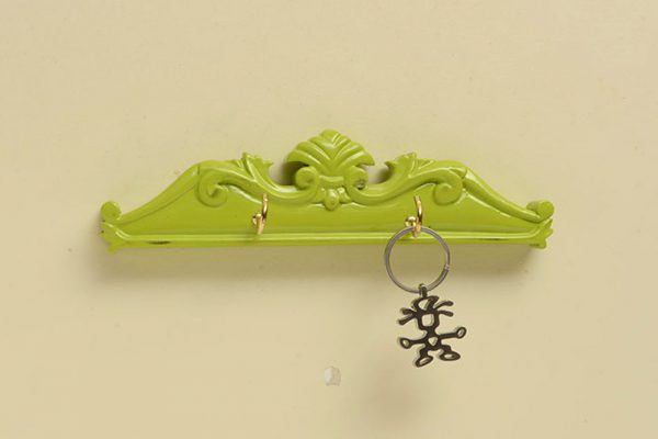 Top Carving Key Holder With 2 Hooks